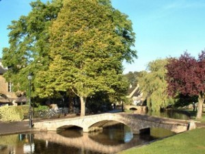 Bourton_on_the_Water_tn